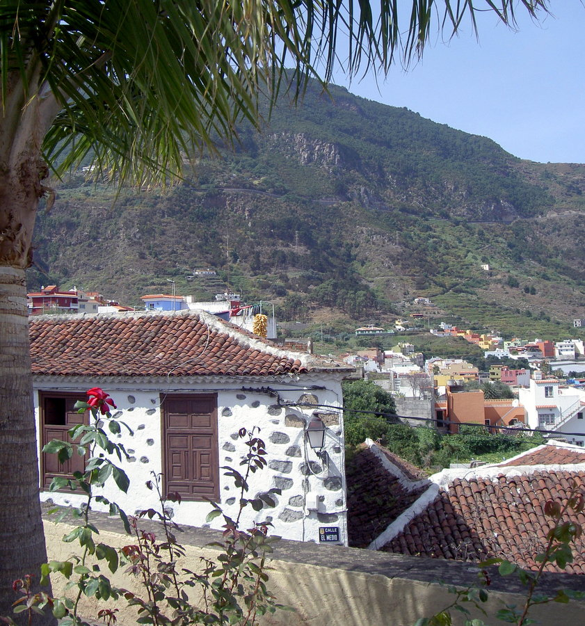 Realejos Bajo originally independent but, united with the main town in 1955.