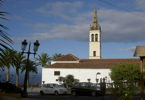 Los Realejo Alto end of 2010 by the church Matriz Iglesia Santiago Apostol.