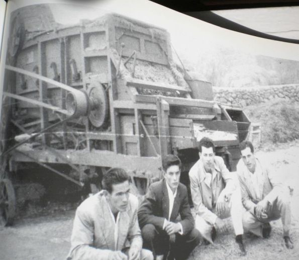 Men from Realejo Alto pose in front of an agricultural machine that has been abandoned in the century XX.