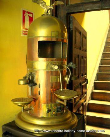 Antique Espresso maker of the vintage restaurant at C/Clavel number 19.