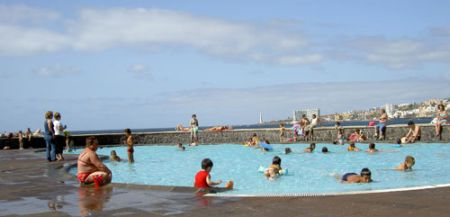 Bajamar public children pool by its beach