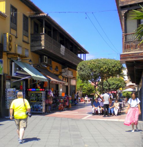 Balcony flair near the top end near Windy corner of Puerto de la Cruz