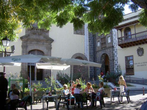 Par Pedro Parada Terrace of Tenerife restaurants for Tapas in La Orotava Plaza de la Constitucion.