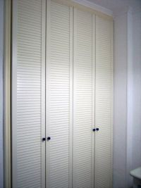 Built in wardrobe with louvre doors
