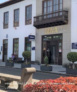Cabildo Office La Orotava to apply for the Titas Abono Senior 65 at Plaza de la Constitución beside Banco BBVA de Bilbao