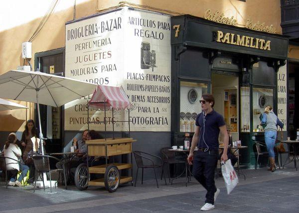 Cafeteria Palmelita corner cafe in Calle Castillo Santa Cruz Capital opposite Zara stores.