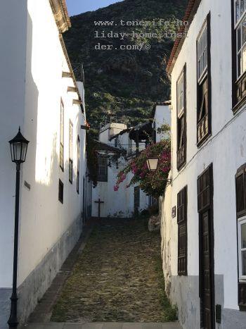 Calle Alhondiga cobble street San Juan de La Rambla with Casa de la Cultura in place of the former grain stores the Alhondiga