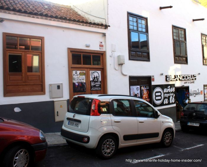 Calle Blanco with two adjoining music clubs in Puerto de la Cruz.