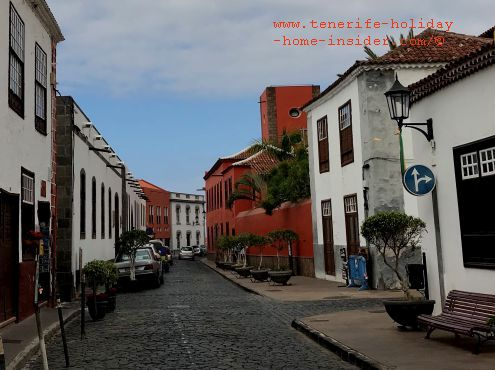 Calle Esteban de Ponte a stop street with restaurants, bars, Tascas, Hotel San Roque at number 32 and more.