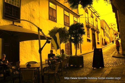 Calle San Antonio at Plaza de la pila