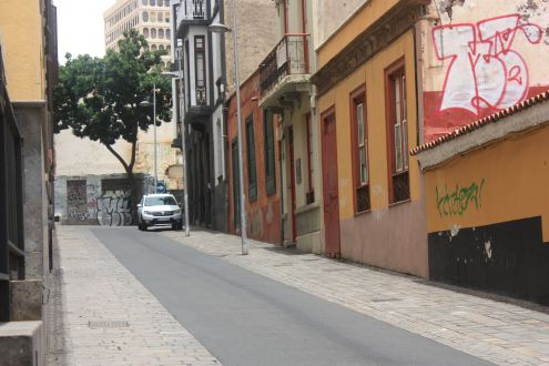 Calzada la Noria a short passage that links La Noria alias Calle Antonio Dominguez Alfonso with the oldest Theater of the Canary Islands.