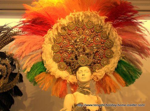 Carnival headpiece for Queen Shaila Martín Ramos of year 2000 by Juan Carlos Armas.