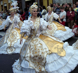 Carnival wire dresses Teneirfe