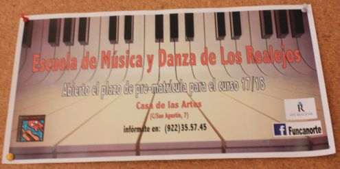 Casa de Artes music and dance school information advertisement.