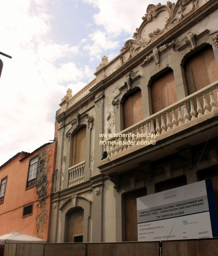 Casa Diaz Fragoso next to the abandoned Parque San Francisco theater in Calle Agustin de Bethencourt