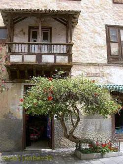 Casa Iriarte museum facing Casa Ventoso