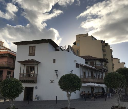 Casa Miranda Tenerife now Starbucks exterior photo of October 2018 with a cloudy sky