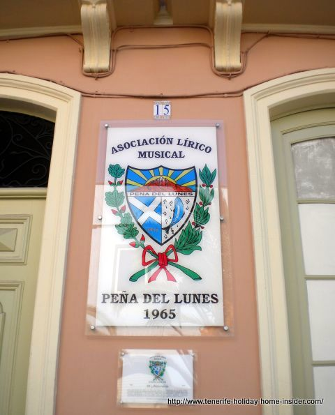 Casa number 15 with Plaque of Rondalla Peña de Lunes