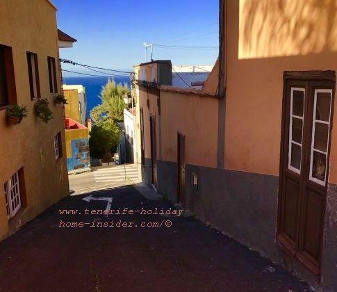 Casco San Juan de la Rambla narrow and steep alley across Calle Estrecha to the ocean