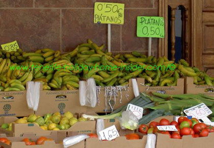 Cheapest Tenerife bananas at the permanent street market in C/Mequinez