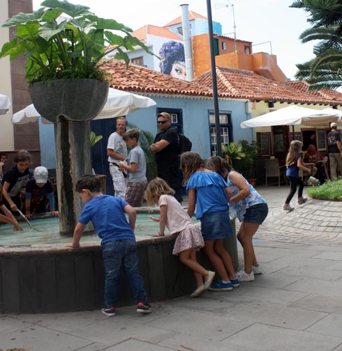 Children playing with fountain water on La Plazeta