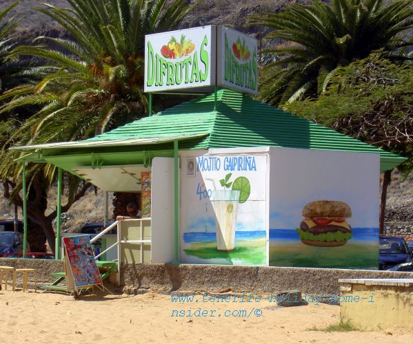 The Chiringuita Disfrutas is the only one that looks almost like before, all in white now, though. It still serves its famous juice and its Mojos, but also cocktails I believe and Hamburgers