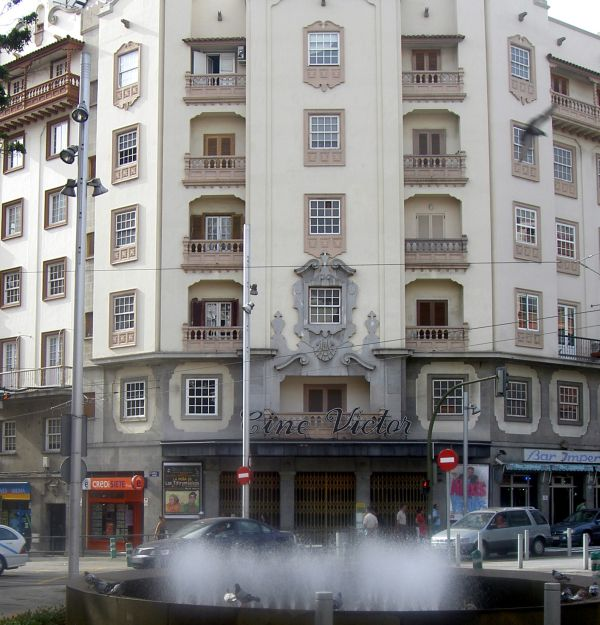 Cine cine Victor important former movie theater of Tenerife on Plaza de la Paz Santa Cruz Rambla.