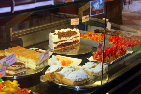 Columbus Plaza Cafe Puerto de la Cruz for its cakes