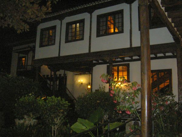 Charming cottage pane windows of Hacienda Abaco of El Durazno.