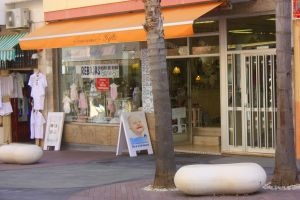Danielle Souvenir gifts and organic baby clothes and toys with certificates at C/Hoya 49 Puerto de la Cruz