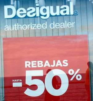 Desigual sales at a discount of 50% at the San Telmo Tenerife outlet in January 2018.