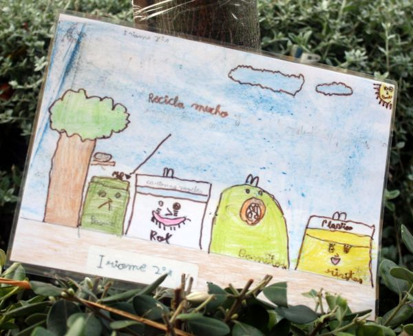 Do recycle the motto of street art by 3 year old in Longuera Toscal.