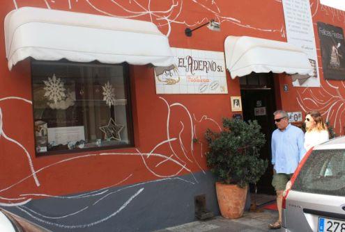 El Aderno shopfront in Buenavista del Norte only reads Pasteleria besides its SL