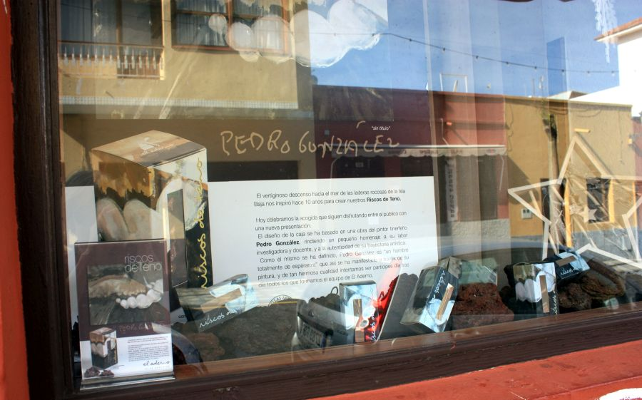 El Aderno factory and shop window display in Buenavistadelnorte