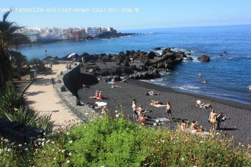 El Charcon beach landscape of black sand with a beach promenade on the left that sets an accent with a lighter color.