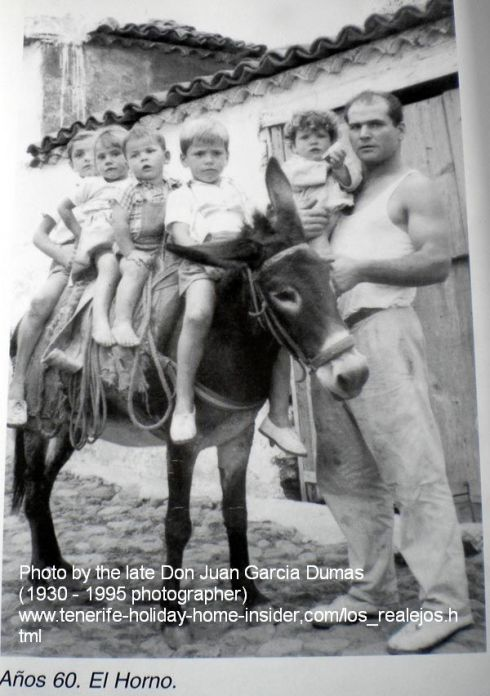 El Horno Realejos family of year 1960 with Spain traditions, such as donkey transport.