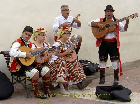 Entertainment Tenerife in street C/Quintana