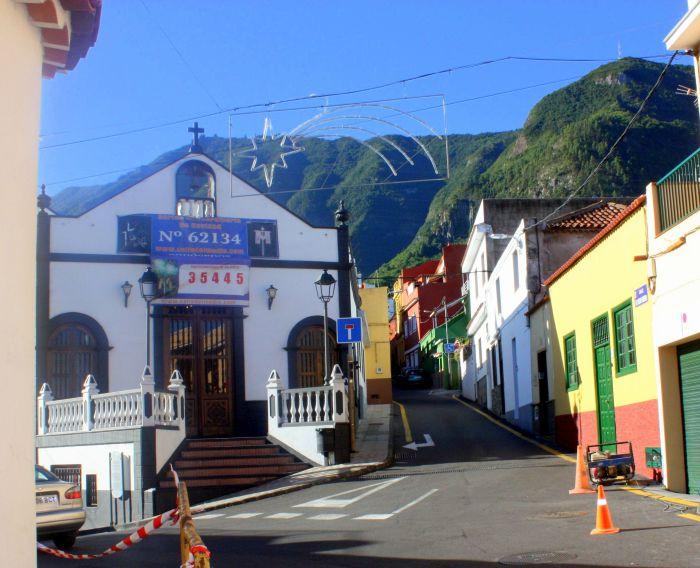 Ermita La Cruz of Street C/Medio Arriba.