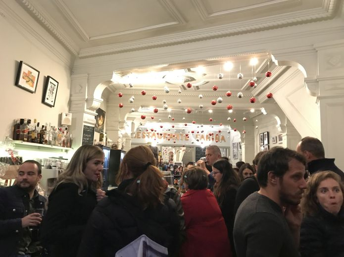 Fans of vintage bar Cafe Fariña Orotava inside its premises with many without a table on December 05 of 2019