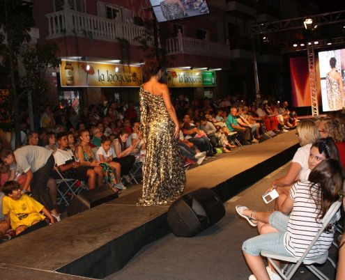 Fashion show with many children watching