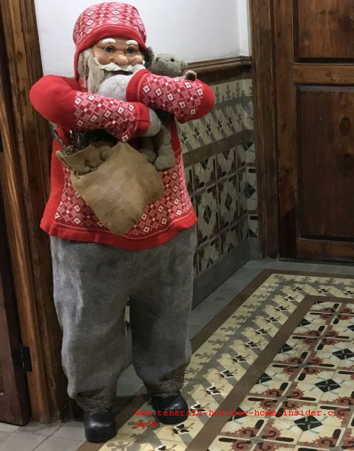 Father Christmas by an office door in La Orotava- A representation of the other than Reyes Magos Christmas