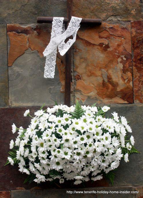 Fiesta de la Cruz flowers Avda Canarias