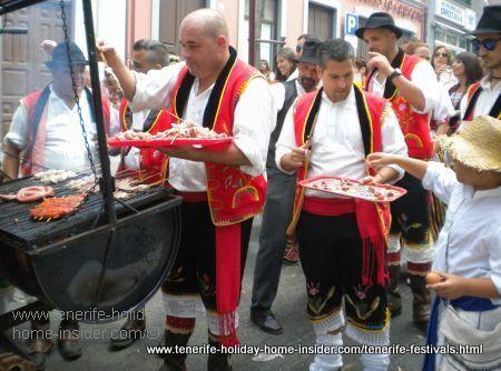 Free meat skewers in Orotava