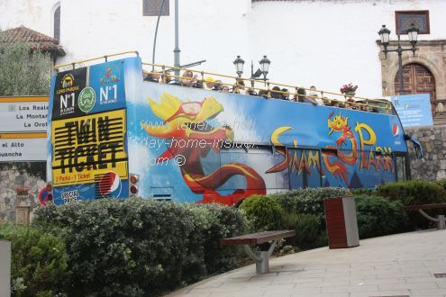 Free tourist bus by the town of Los Realejos for two different routes.