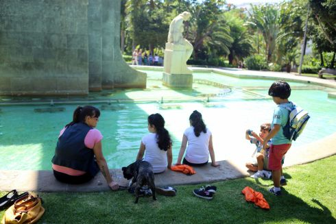 Garcia Sanabria fountain with children fun during August summer camps by the Rambla.