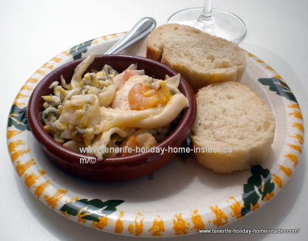 Gulas Gambas (prawns) salad Tapa