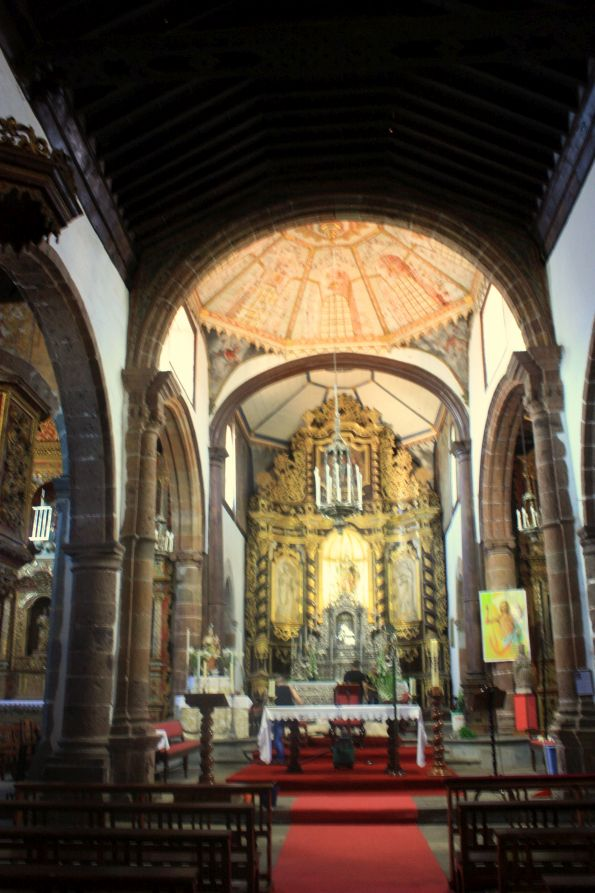Half round gold leaf baroque main altar of church Santa Catalina Martir of Alexandria