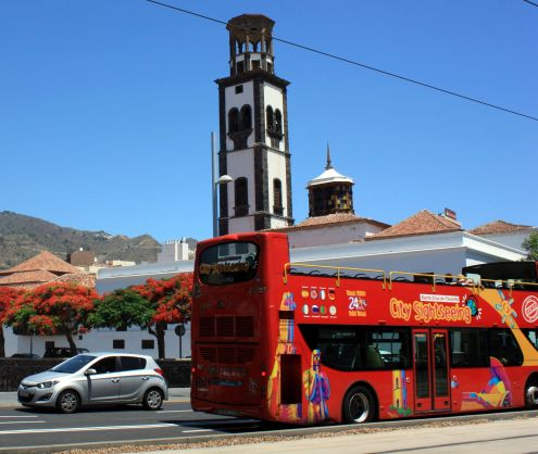 Hop-on City Bus Santa Cruz for Tenerife tours in its capital.