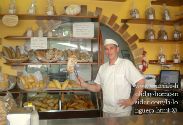Horno del Pan Your friendly baker depicted with a freshly baked Spelt bread at Local 7 in Edificio Lasa of La Longuera Toscal Tel:922 36 31 23(spanish only)