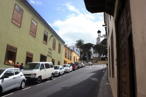 Hotel Rural Bentor attached to other houses in Calle Cantillo Abajo opposite Casa Parraquial.